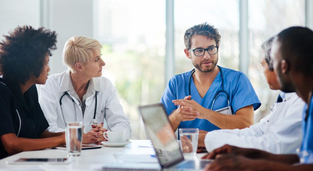 [img] doctors in meeting